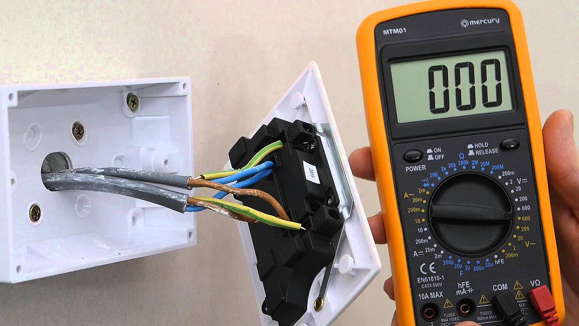 Orange Badge Fitting a Socket