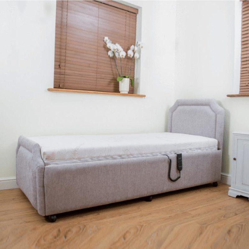 Royale adjustable bed